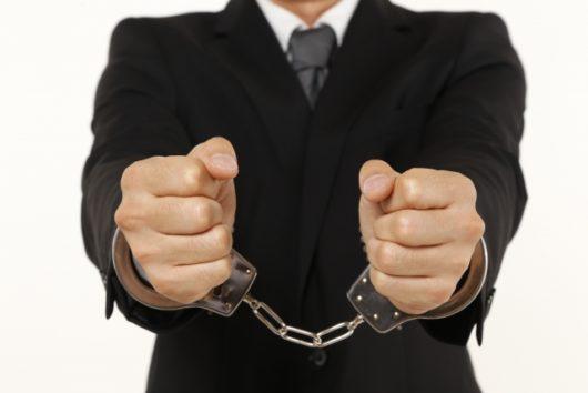 button-only@2x 会社の坊主強要はパワハラ!遅刻等の罰でやらせる場合は強要罪や傷害罪になる可能性も
